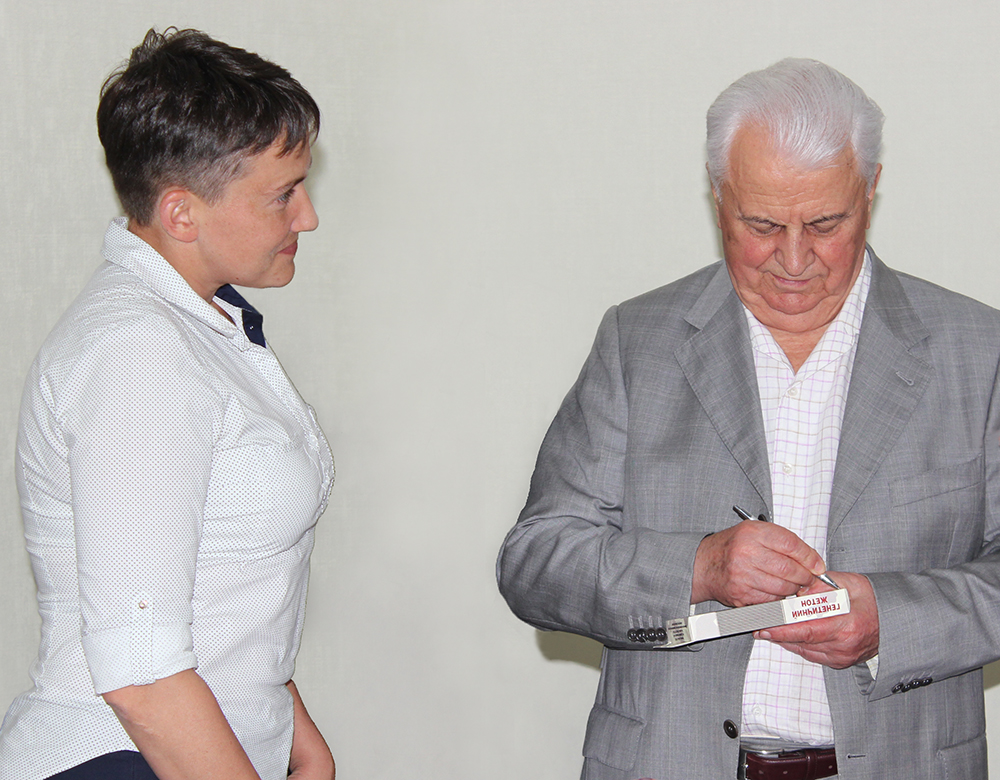 Signing of Genetic Badge by Kravchuk and Savchenko